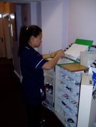 handling medication Medication for staff has been developed to provide guidance for safe handling of  hazardous medication in ahs and covenant health and to.
